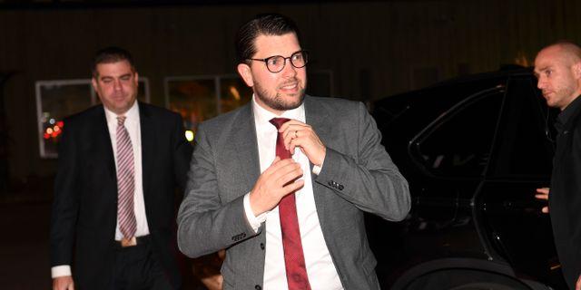 SD:s partiledare Jimmie Åkesson anländer till partiledardebatten i Agenda den 13 oktober. Fredrik Sandberg/TT / TT NYHETSBYRÅN