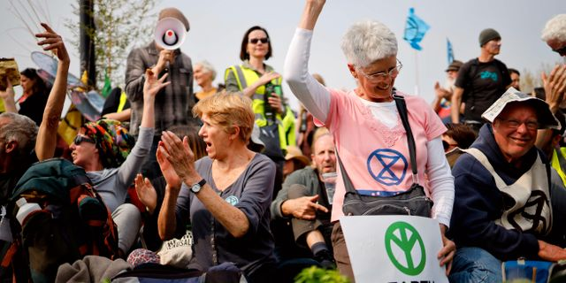 Från Extinction Rebellion protester i London i dag. TOLGA AKMEN / AFP