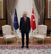 Bara två stolar stod framställda. Sputnik via AFP / TT NYHETSBYRÅN