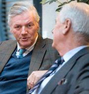 Förre Saabchefen Victor Muller tillsammans med advokat Hans Strandberg innan tisdagens hovrättsförhandlingar mot Muller inleddes i Göteborg. Thomas Johansson/TT / TT NYHETSBYRÅN