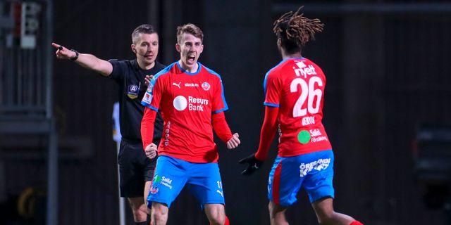 Helsingborgs Adam Eriksson jublar efter att han gjort 2-1 under måndagens fotbollsmatch. Andreas Hillergren/TT / TT NYHETSBYRÅN
