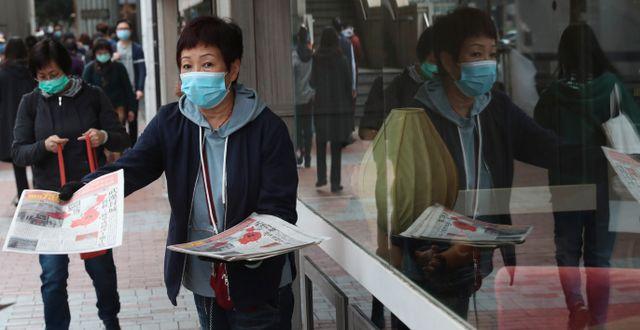 En kvinna med ansiktsmask i staden Wuhan Achmad Ibrahim / TT NYHETSBYRÅN