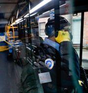 Bussförare under coronapandemin i New York. John Minchillo / TT NYHETSBYRÅN