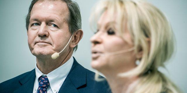 Arkivbild: SEB:s styrelseordförande Marcus Wallenberg tillsammans med den tidigare vd:n Annika Falkengren i samband med en presskonferens i januari där hon meddelade sin avgång.  Lars Pehrson/SvD/TT / TT NYHETSBYRÅN