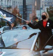 Demonstranter blockerar trafiken i Warszawa i protest mot befarade skärpta abortlagar Czarek Sokolowski / TT NYHETSBYRÅN
