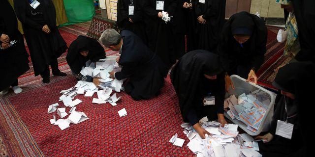 Rösträkning pågår i Iran.  WANA NEWS AGENCY / TT NYHETSBYRÅN