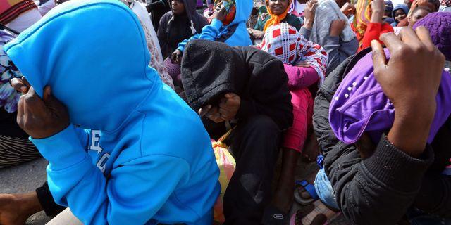 Migranter i ett uppsamlingsläger i Tripoli. MAHMUD TURKIA / AFP