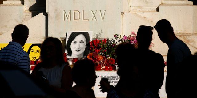Människor samlades för att hedra Daphne Caruana Galizia igår, 21 månader efter hennes död. DARRIN ZAMMIT LUPI / TT NYHETSBYRÅN
