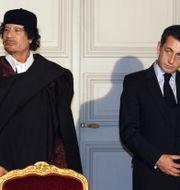 Muammar Gaddafi och Nicolas Sarkozy under ett möte 2007. Patrick Hertzog / TT NYHETSBYRÅN