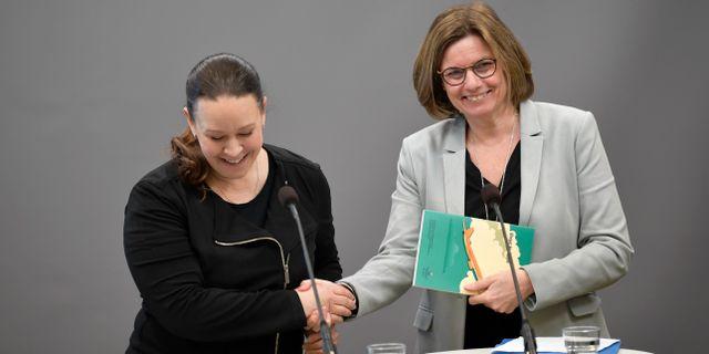 Maria Wetterstrand och Isabella Lövin (MP). Pontus Lundahl/TT / TT NYHETSBYRÅN