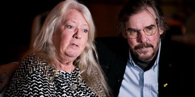 """Kim Walls föräldrar Ingrid och Joachim Wall i samband med att stipendiet """"Kim Wall Memorial Fund"""" delades ut den 23/3. PONTUS HÖÖK / TT / TT NYHETSBYRÅN"""