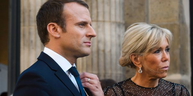 Emmanuel Macron tillsammans med sin hustru Brigitte Macron.  Christophe Petit Tesson / TT / NTB Scanpix