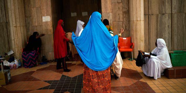 En kvinna under fredagsbönen i Abuja/arkivbild. Jerome Delay / TT NYHETSBYRÅN/ NTB Scanpix