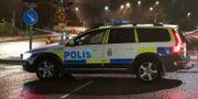 Polisen på plats i Nacka efter skjutningen. Claus Meyer/TT / TT NYHETSBYRÅN