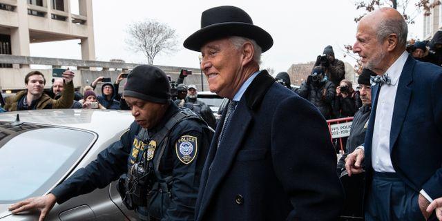 Arkivbild: Roger Stone i samband med rättegången mot honom.  Alex Brandon / TT NYHETSBYRÅN