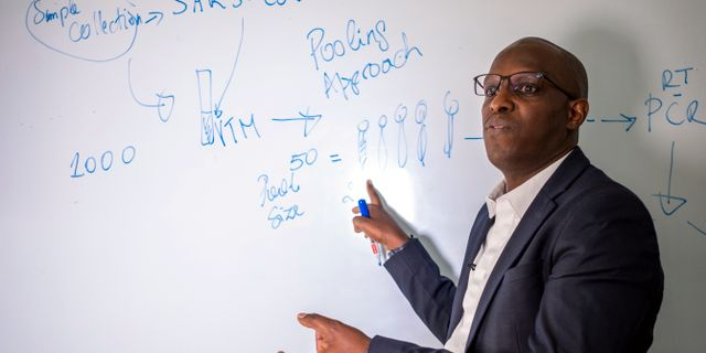 Leon Mutesa förklarar hur metoden fungerar. TT NYHETSBYRÅN