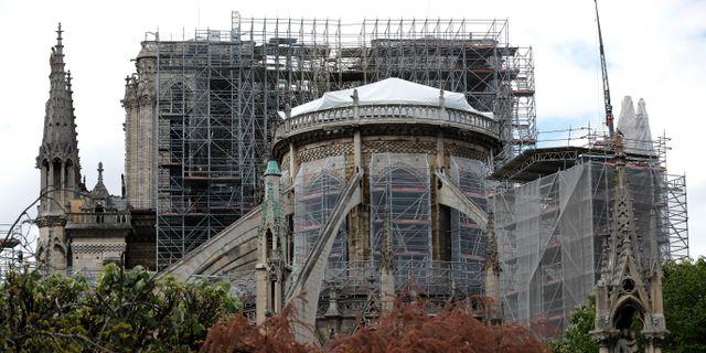 Arbete vid Notre-Dame.  Michel Euler / TT NYHETSBYRÅN