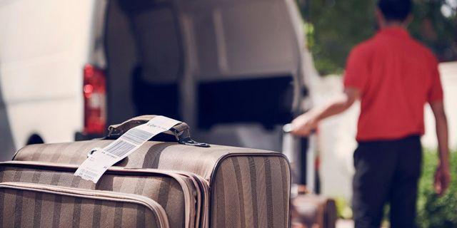 För 850 kronor kommer en flygplatsanställd hem till dig och hjälper till med incheckningen – i Dubai, såklart. Emirates